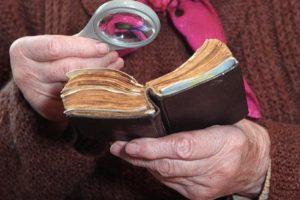 Kelmėje sukčius apiplėšė senolę: pagrobė 4 tūkst. eurų