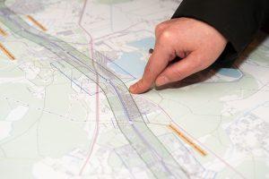 """Geležinkelio """"Rail Baltica"""" tiesėjai laukia 1200 žemės savininkų parašų"""