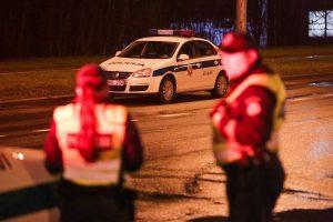 Tragedija Raseinių rajone: automobilis mirtinai sužalojo vyrą