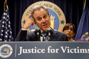 Niujorko prokuroras atsistatydino įsiplieskus smurto prieš moteris skandalui