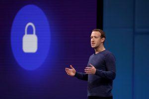 """Aktyvistų grupės siekia suskaidyti """"Facebook"""""""