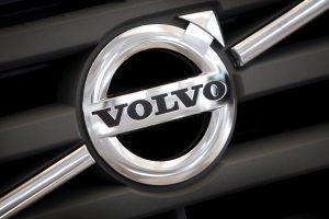 """Pavojus dėl degalų nutekėjimo: """"Volvo"""" atšaukia per 200 tūkst. automobilių"""
