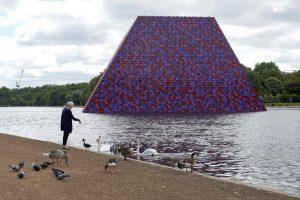 Londono parke – egiptiečių kapaviečių instaliacijos