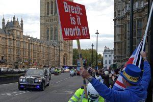 """Didžioji Britanija užtikrinta dėl greito """"Brexit"""" finansinių paslaugų susitarimo"""