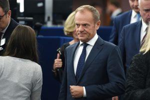 D. Tuskas apklausiamas Lenkijai tiriant finansų piramidės schemą
