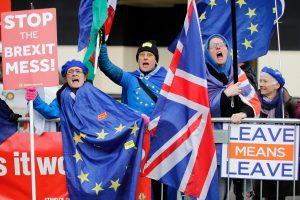 """Tiesos akimirka: Didžiosios Britanijos parlamentas balsuos dėl """"Brexit"""" susitarimo"""
