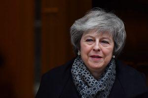 """Didžiosios Britanijos premjerė atsisako atmesti """"Brexit"""" be sutarties galimybę"""