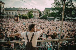 """Savaitės pradžiai – grupės """"Antikvariniai Kašpirovskio dantys"""" koncertas"""