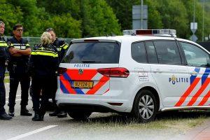 Mikroautobusui Nyderlanduose įsirėžus į pėsčiuosius, žuvo žmogus