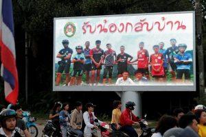 Laiminga gelbėjimo operacijos Tailande pabaiga: narai iš urvo ištraukė visus žmones