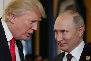 D. Trumpas sako, kad su V. Putinu gali kalbėtis apie JAV pratybas Baltijos šalyse