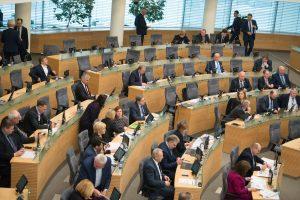 """Seimas žengė dar vieną žingsnį link """"Sodros"""" lubų"""