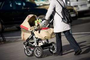 2000 eurų už vaikų priežiūrą: kas galės pasinaudoti lengvata?