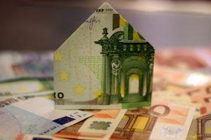 """Būsto paskolas jaunoms šeimoms teiks SEB ir """"Swedbank"""""""