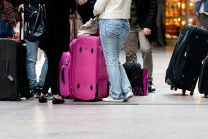 """Naujos """"Ryanair"""" ir """"Wizz Air"""" bagažo taisyklės: oro uostuose – staigūs pasikeitimai"""