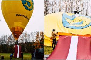Unikalus reginys: šimtmečio proga Birštone į dangų pakilo Latvijos vėliava