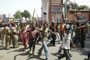 Kastų grupės protestai paralyžiavo gyvenimą Mumbajuje