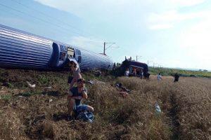 Traukinio avarijos Turkijoje aukų padaugėjo iki 24