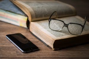 Kodėl pagelsta senų knygų puslapiai?