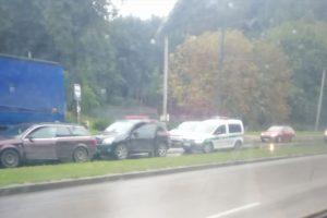 Tunelio gatvėje – keturių automobilių avarija