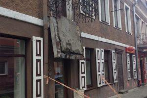 Kaune griūvantis balkonas vos neužmušė žmogaus
