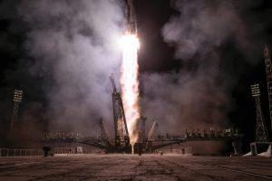 Į TKS išskrido Rusijos kosminis laivas su pirmąja kosmonaute per 17 metų