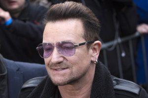 Bono: galbūt jau niekada nebegalėsiu groti gitara
