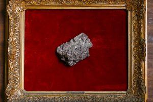 Aukcione Prancūzijoje už šimtus tūkstančių eurų parduoti meteoritai