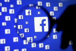 """""""Facebook"""" programuoja kompiuterius, kad šie taptų aklųjų """"akimis"""""""