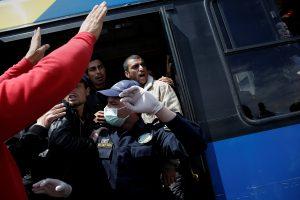Pakistane per autobuso avariją žuvo 19 keleivių