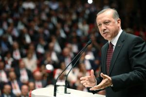 Turkija tikisi, kad ES pažadas dėl vizų bus įgyvendintas iki spalio