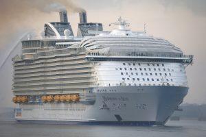 Didžiausias pasaulyje kruizinis laivas atplaukė į Sautamptoną