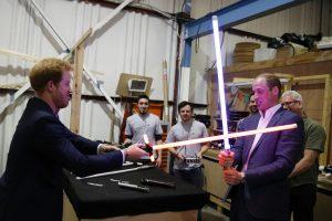 Princai Williamas ir Harry kino studijoje sukryžiavo šviesos kardus