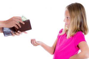 Ar verta vaikams duoti kišenpinigių?