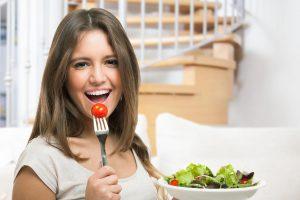 Dietologė: kaip dvigubai sumažinti potraukį maistui?