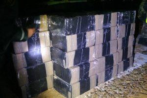 Iš Baltarusijos įvažiavusiame traukinyje su trąšomis – kontrabandinės cigaretės