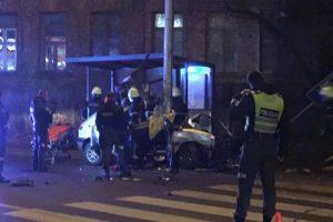 Skaudi avarija Kaune: automobilis taranavo stulpą, žuvo jaunuolis