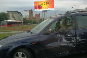 """Judrioje sankryžoje – sunkvežimio ir """"Ford"""" avarija"""