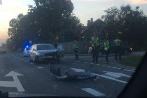 """Per """"Toyotos"""" ir policijos automobilio avariją nukentėjo pareigūnas"""