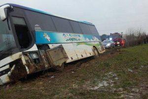 Toliau nuo kelio lekia autobusai su vaikais, šį kartą – Lenkijoje
