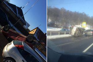Avarijos Kaune: mašinos virto ir ant šono, ir ant stogo