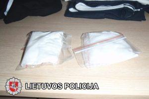 Moteris į pataisos namus bandė įnešti 260 gramų narkotikų