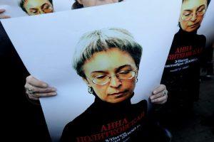 Kremliaus kritikės kolegos reikalauja rasti jos nužudymo užsakovą