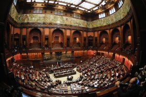 Italai parlamentarų skaičių žada mažinti trigubai