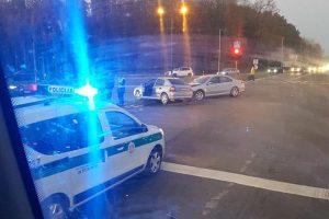 Dėl avarijos Akademijos miestelyje strigo eismas