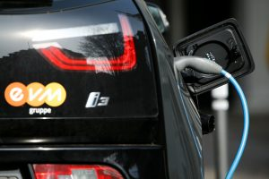 BMW ketina gaminti elektrines kelių savo modelių versijas