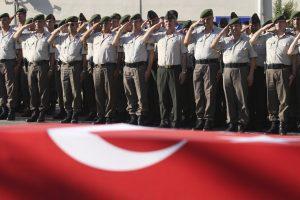 Graikija nepriima po perversmo iš Turkijos pabėgusio karininko