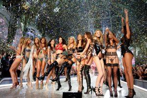 """""""Victoria's Secret"""" šou – 3 mln. vertės liemenėlė"""