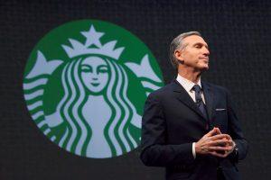 """""""Starbucks"""" reaguoja į D. Trumpo veiksmus: įdarbins tūkstančius pabėgėlių"""