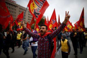 Tarptautinę darbo dieną pasaulyje – audringos demonstracijos